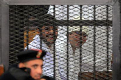 Ahmed Duma (izquierda) y Ahmed Maher, este domingo ante el tribunal.