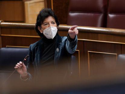 La ministra de Educación, Isabel Celaá, en el Congreso de los Diputados el pasado marzo.