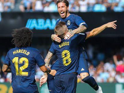 Sergio Ramos celebra con Kroos el gol del alemán, ante la mirada de Marcelo. En vídeo, declaraciones de los entrenadores tras el partido.