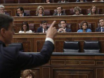 El PSOE pide la dimisión de Casado por su máster en la Rey Juan Carlos