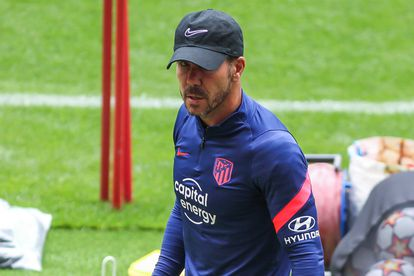 Diego Pablo Simeone, durante el último entrenamiento previo al partido de este miércoles entre el Atlético de Madrid y el Oporto, correspondiente a la fase de grupos de la Liga de Campeones. / (AFP)