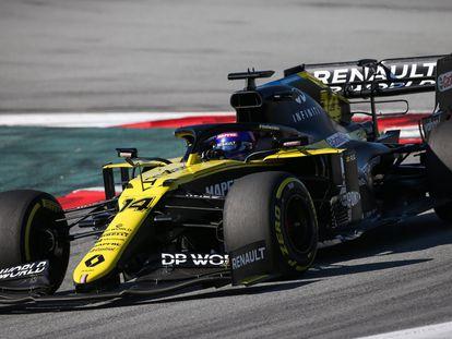 Fernando Alonso durante las pruebas en el Circuito de Montmeló este martes.