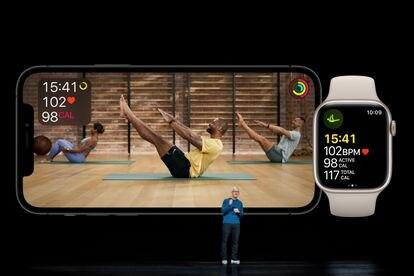 El CEO de Apple, Tim Cook, ante los Apple Watch Series 7
