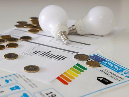 La increíble subida del precio de la luz hace que muchos ciudadanos se levanten cada mañana preguntando a cómo está el kilovatio hora.
