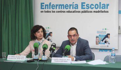 Teresa Galindo, secretaria general del sindicato SATSE, y Andrés Cebrián, presidente del sindicato ANPE, durante la rueda de prensa conjunta de este miércoles.