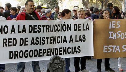 Manifestación del colectivo de atención a drogodependientes, el pasado noviembre ante Sanidad en Valencia.