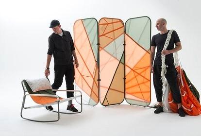 Parte de la colección Canopy, de la agencia Layer y la firma de moda Raeburn, compuesta de varias piezas de mobiliario y decoración hechas a partir de paracaídas reciclados. |