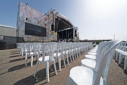 Escenario y sillas del festival Sonorama Ribera este jueves en Aranda de Duero (Burgos).