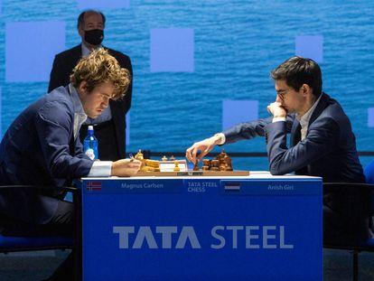 Primeros momentos de la partida de hoy entre Carlsen y Giri