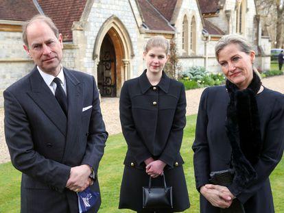 Los duques de Wessex, con su hija Luisa, el pasado domingo en Windsor.