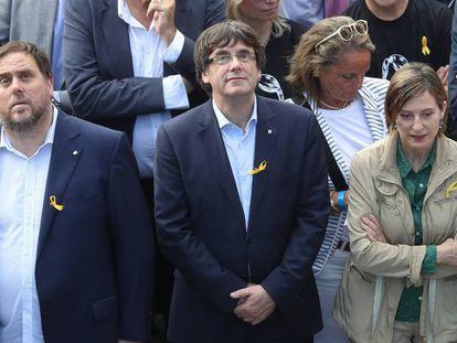 El vicepresidente de la Generalitat Oriol Junqueras, el presidente de la misma, Carles Puigdemont y la presidenta del Parlament, Carme Forcadell acuden a una manifestación en favor de la excarcelación de los líderes de ANC y Òmnium.