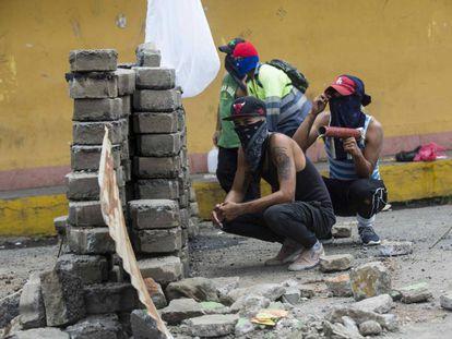 Un enfrentamiento entre manifestantes y la Policía Nacional este martes en Jinotepe.