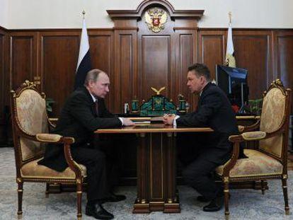 El presidente ruso Vladímir Putin en una reunión con el consejero delegado de  Gazprom Alexei Miller, en el Kremlin el 29 de febrero.