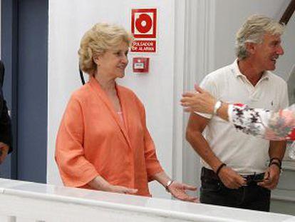 Chamizo y Becerril, ayer, en la Oficina del Defensor.