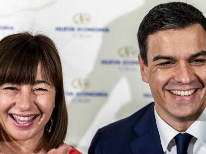 Francina Armengol y el líder del PSOE, Pedro Sánchez.