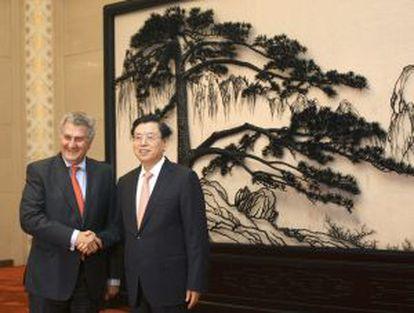 Jesús Posada con el presidente del Comité Permanente de la Asamblea Popular Nacional, Xhang Dejiang.