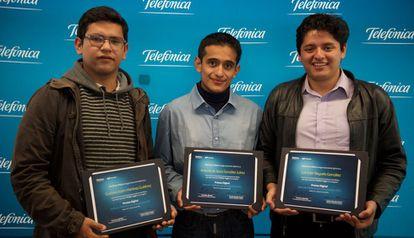Los tres mexicanos, ganadores del premio Etecom Latam.