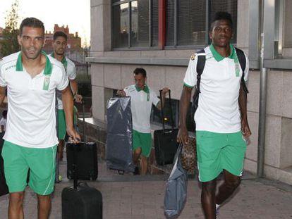 Jugadores del Córdoba, a su llegada a Madrid.