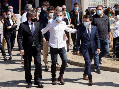 De izquierda a derecha, Carles Puigdemont, Jordi Cuixart y Pere Aragonès, esta mañana, en Elna (Francia).