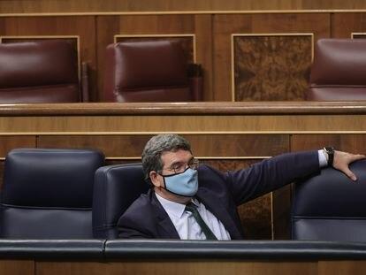 El ministro de Inclusión, Seguridad Social y Migraciones, José Luis Escrivá, este jueves en el Congreso.