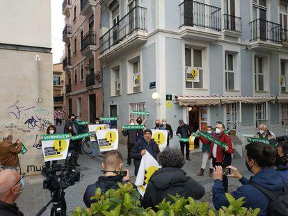 Protesta contra los pisos turísticos ilegales en el centro histórico de Valencia.
