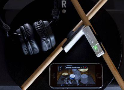 Baquetas con sensores y app de Senstroke
