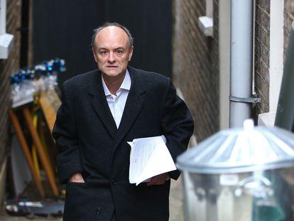 Dominic Cummings sale de su domicilio, en Londres, el pasado 17 de marzo.