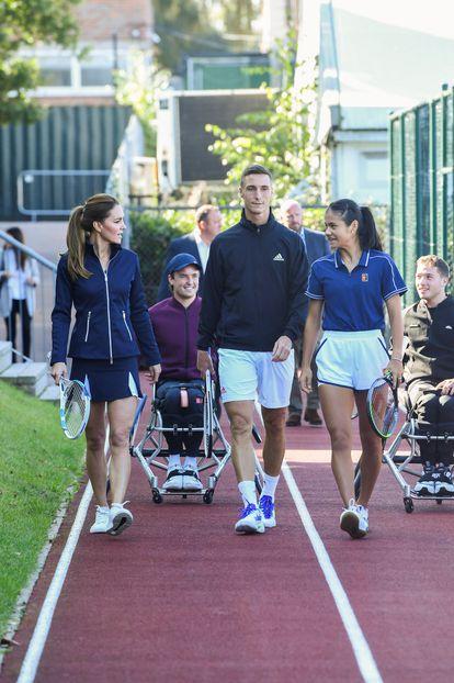 Un momento del encuentro entre Kate Middleton, duquesa de Cambridge, y la tenista Emma Raducanu en Londres, el 24 de septiembre de 2021.