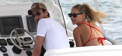 El cantante y su novia, la tenista Anna Kournikova, en Miami.