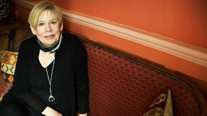 La escritora británica Karen Armstrong en 2015, en su domicilio en Londres.