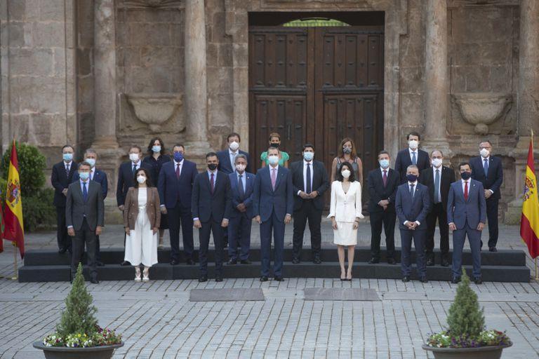 Foto de familia de la Conferencia de Presidentes celebrada este viernes en San Millán de la Cogolla (La Rioja).