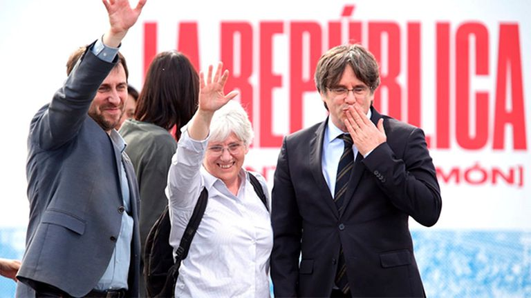 Desde la izquierda, Antoni Comín, Clara Ponsatí y Carles Puigdemont, en una manifestación en Perpiñán en marzo de este año.