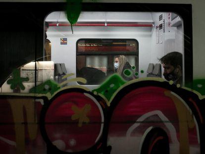 Trenes pintados en la estación de Catalunya, en Barcelona.