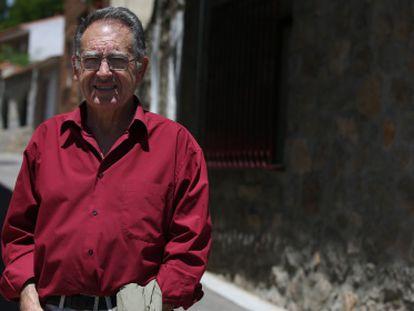 Enrique López, militante de IU hasta el 23 de mayo y votante de Podemos, en Navalagamella, la localidad madrileña donde fue alcalde.