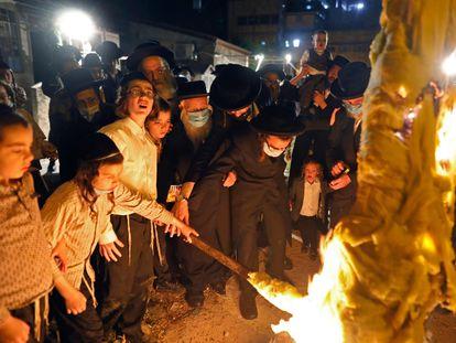 Fiesta judía de Lag Baomer, el lunes en el barrio ultraortodoxo de Mea Shearim, en Jerusalén.