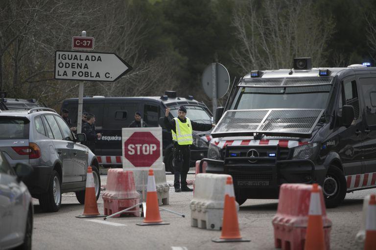 Controles de acceso y salida de los Mossos d'Esquadra en las inmediaciones de Igualada.
