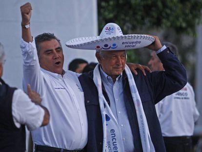 López Obrador, con el líder del PES en Jalisco, Gonzálo Moreno.