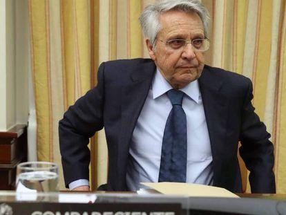 El expresidente de Novacaixa Galicia, Julio Fernández Gayoso, en la comisión de investigación de la crisis financiera del Congreso.