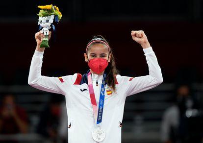 Adriana Cerezo, con la medalla de plata al cuello.