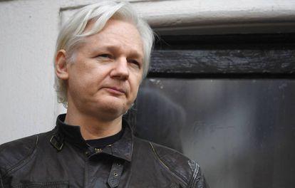 Julian Assange, en mayo del año pasado en el balcón de la Embajada de Ecuador en Londres.