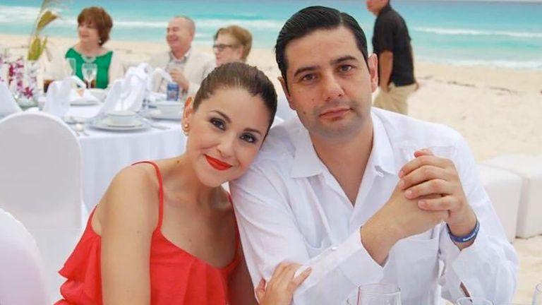 El juez mexicano Uriel Villegas junto a su esposa Mónica Barajas en una foto de redes sociales