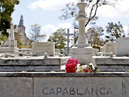 Tumba del ajedrecista José Raúl Capablanca, en el cementerio Colón de La Habana.