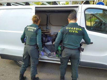 Imagen de archivo de dos agentes de la Guardia Civil.