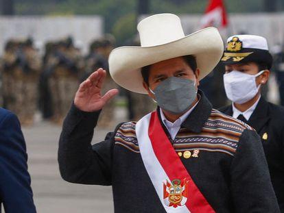 El presidente Pedro Castillo asiste al desfile militar por el día de las fiestas patrias, este viernes en Lima.