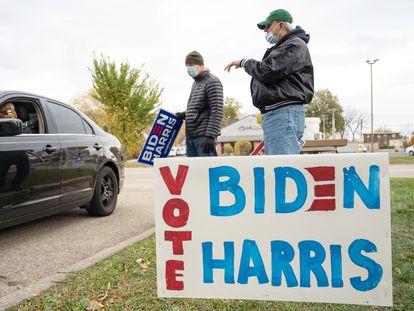 Simpatizantes de Joe Biden y Kamala Harris en Madison, Wisconsin, EE UU, el pasado 17 de octubre.