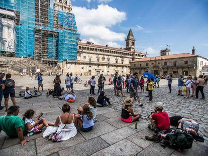 Turistas en la plaza del Obradoiro de Santiago.
