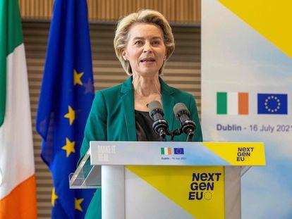 La presidenta de la Comisión Europea, Ursula von der Leyen, presenta los fondos europeos de recuperación este viernes en Dublín.