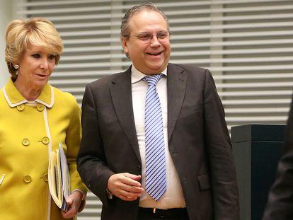 El exportavoz socialista en el Ayuntamiento de Madrid, Antonio Miguel Carmona, junto a Esperanza Aguirre, expresidenta popular de la Comunidad de Madrid.