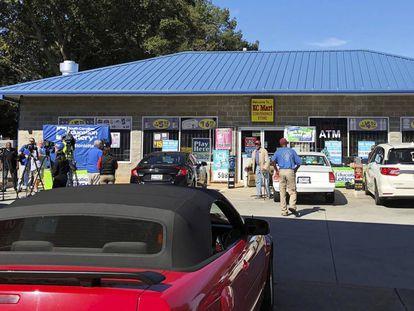 La fachada del KC Mart, en Simpsonville, Carolina del Sur.