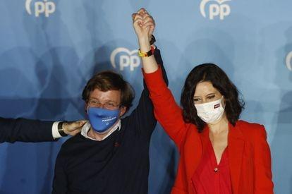 Isabel Díaz Ayuso y José Luis Martínez-Almeida, el pasado 4 de mayo, en la sede del partido.